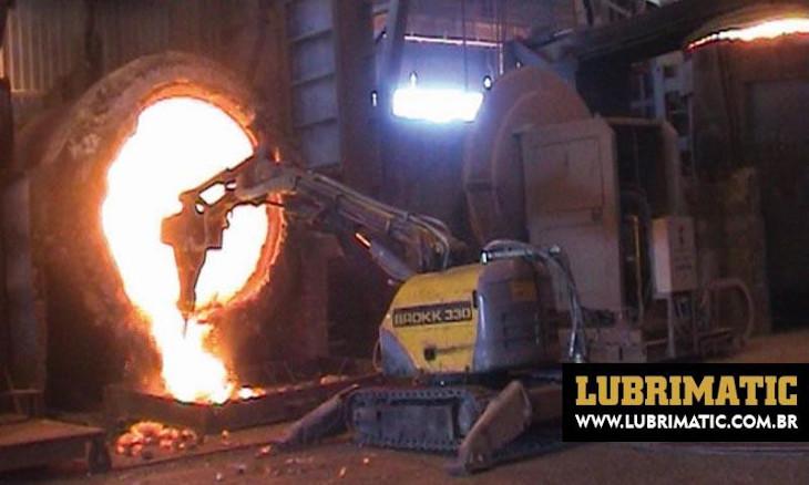 Limpeza de fornos em siderúrgicas deve ser feita por profissionais qualificados
